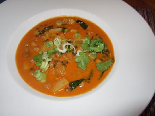 Pur oder mit Reis: mit diesem Curry wird Ihnen garantiert schön warm.