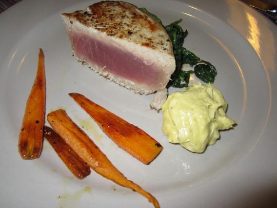 So schaut das Ergebnis unserer Bemühungen aus. Tuna, Gemüse, Aioli. Nachmachen!