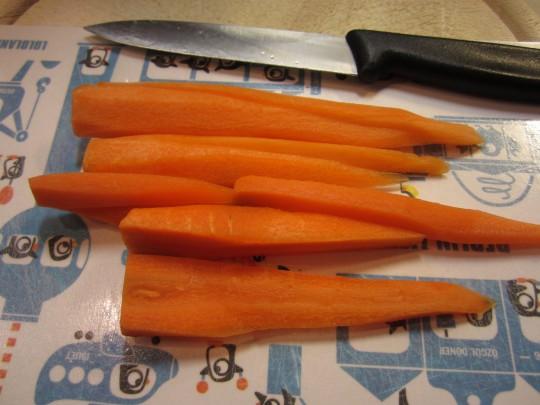 Jugendliche Möhren für das junge Gemüse: nehmen Sie die im Bund.