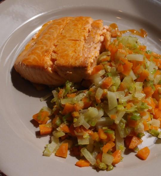 Lachs in Chorizo-Fett gebraten an jungem Gemüse - was willste mehr?