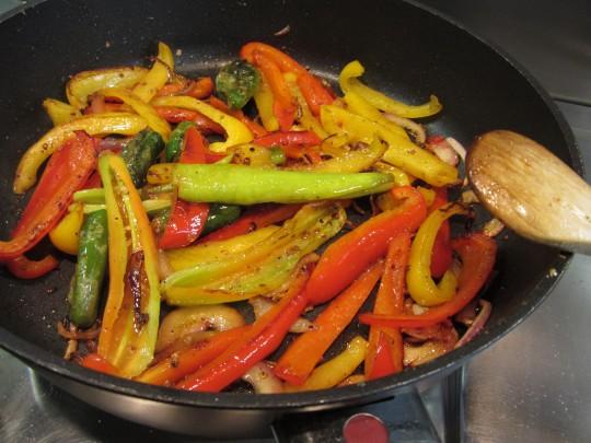 Paprika scharf braten, aber nichts anbrennen lassen!