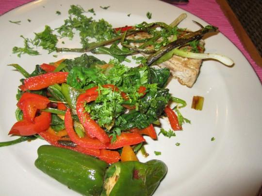 Richtig fein und auch noch gesund: unser Tuna mit Curry/Piment-Gemüse