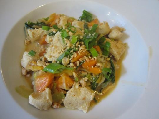 Tata: Unser rotes Curry mit Hühnerbrust und Gemüsen!