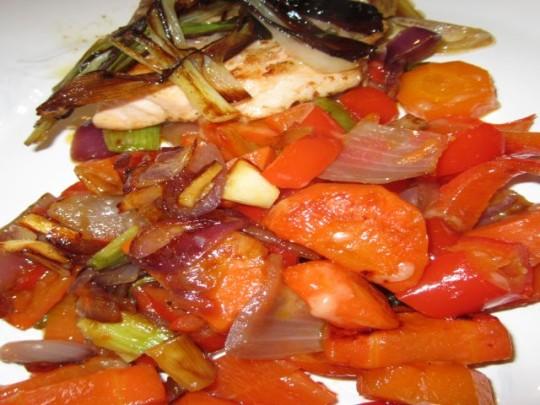 Große Gemüsestückchen machen erstens wenig Arbeit und kommen zweitens schön knackig auf den Teller