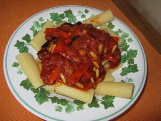Unsere Auberginen-Tomaten-Pasta schmeckt aber auch pur!