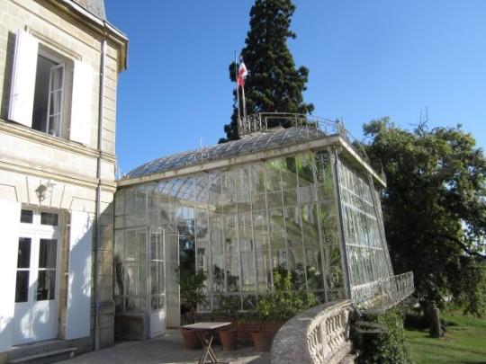 Das Chateau hat einen wunderschönen alten Wintergarten...