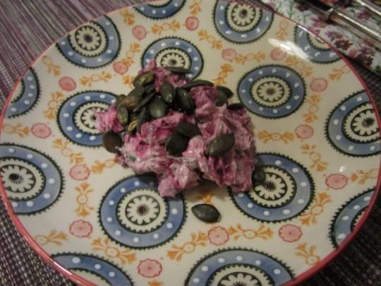 Feine Vorspeise: serviert mit gerösteten Kürbiskernen