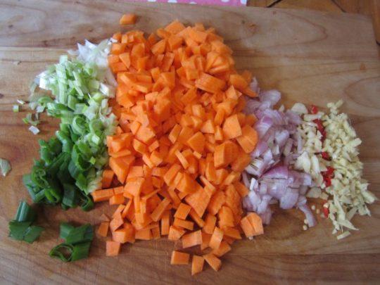 Mise en Place: richten Sie Ihre feingeschnippelten Gemüse vor dem Kochen her, das erleichtert die Arbeit.