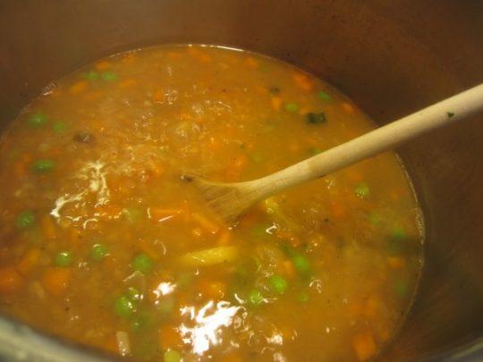 Da köchelt die Suppe brav vor sich hin.