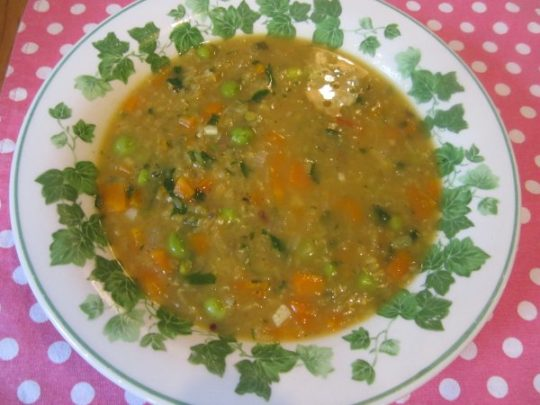 Tatata: unsere indische Suppe mit frischem Koriander schmeckt Ihnen garantiert.